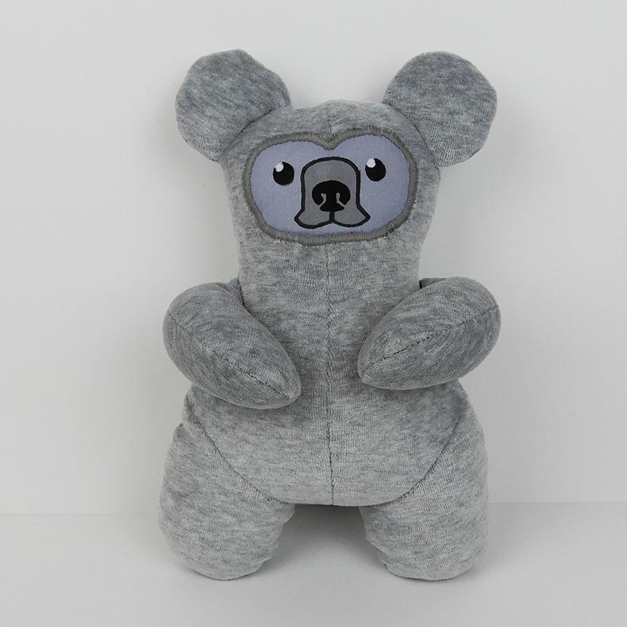 peluche Oberon ourson gris en nicky - patron O'Kryn Plush